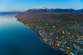 France • Savoie : Evian, la mère des Alpes
