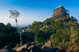 Birmanie • Mont Popa : L'olympe Birman